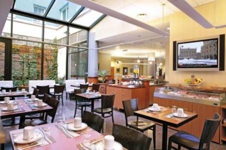 Park & Suites Elegance Lyon Gerland Snídaně