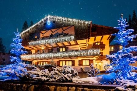 Hotel Lajadira S Bazénem Pig- La Riva / Cortina D´ampezzo - Last Minute a dovolená