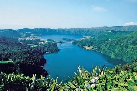 Zelený ostrov Sao Miguel na kole Snídaně