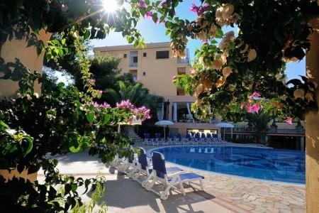 Vieste / Hotel I Melograni - hotely