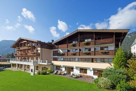 Hotel Pillerseehof & Vedlejší Budovy - v únoru