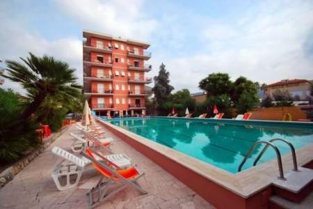 Rezidence Perla Marina S Bazénem Mb- Pietra Ligure - Last Minute a dovolená