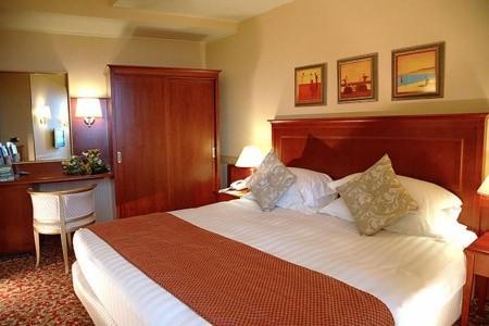 Hotel Holiday Inn Snídaně