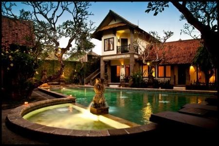 Puri Mesari - Bali v září