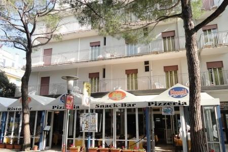 Lido Di Jesolo / Hotel Sorrento