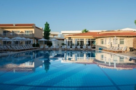 Cooee Lavris Hotels