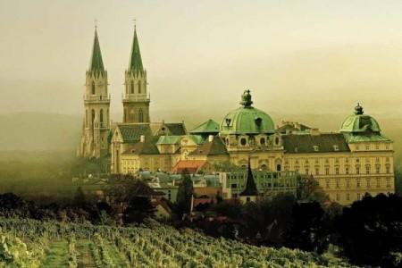 Sladučká čokoláda, výstava orchideí a kláštor - Last Minute a dovolená