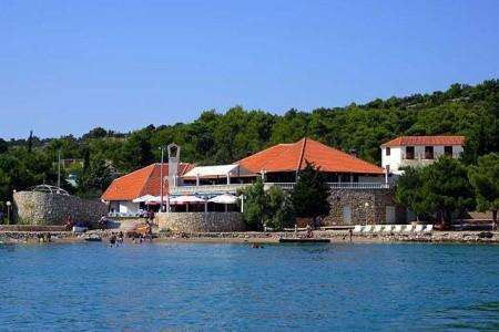 Chorvatsko - Murter / Apartmány Jezera Village