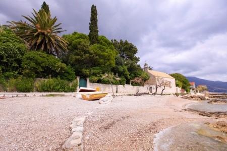Vila Art House And Garden By The Sea