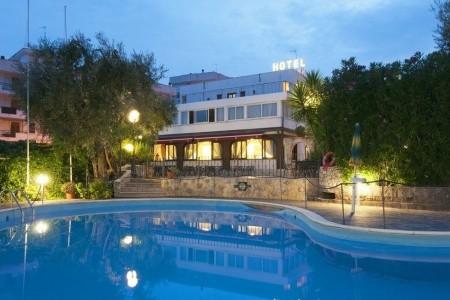 Hotel Apeneste - v září