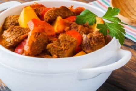 Recept, jak připravit tradiční maďarský guláš