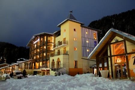 Hotel Design Oberosler S Bazénem Pig- Madonna Di Campiglio - v prosinci