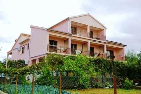 Vila Petar - Apartmány - v červnu