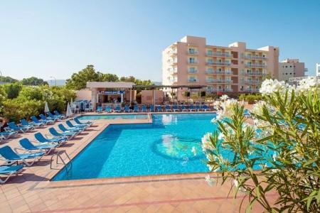Invisa Es Pla Hotel - v červenci