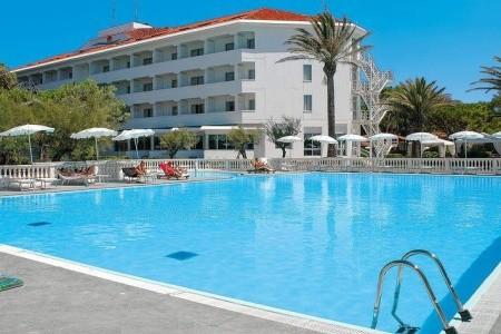 Hotel Domizia Palace - u moře