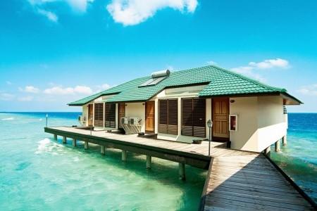 Embudu Village, Maledivy,