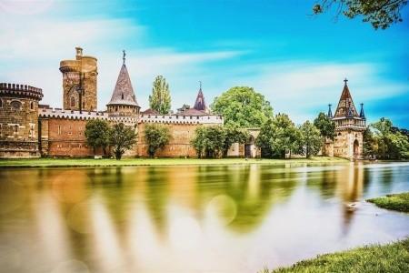 Kouzelný zámek Laxenburg, čokoládovna a plavba po podzemním  - autobusem