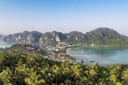 Holiday Inn Resort, Phi Phi, Andaman Seaview Hotel, Phuket, Bangkok Palace Hotel, Bangkok, Thajsko, Phi Phi