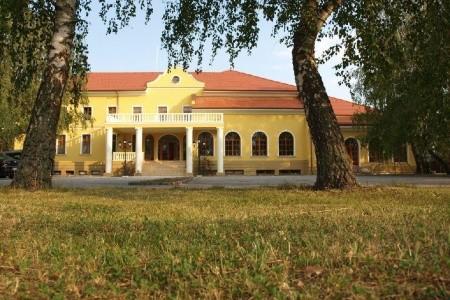 Hotel Plauter Kúria