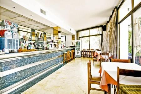 Ses Savines Hotel - v srpnu