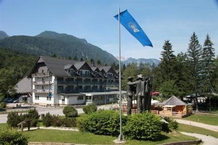 Hotel Jezero - v dubnu
