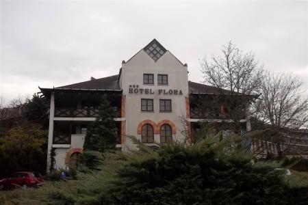 Hotel Flora, Maďarsko, Termální Lázně