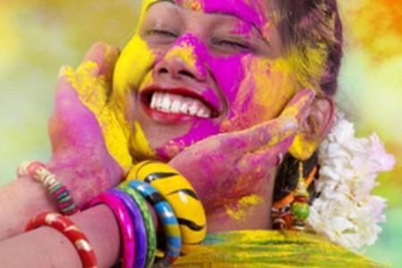 Indický svátek Holi: Oslava jara, exploze barev a vítězství dobra