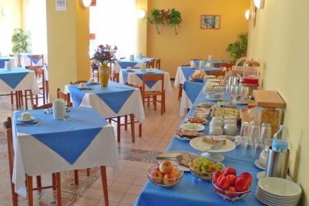Hotel La Pergola – Dependance S Bazénem Pig- Lignano Sabbiad - super last minute
