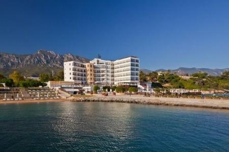 Ada Beach Hotel - v září