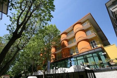 Hotel Susy S Bazénem