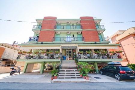 Hotel Kariba, Itálie, Rimini