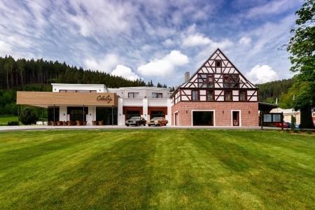 Cihelny Golf & Wellness - Golf v Karlových Varech s ubytováním