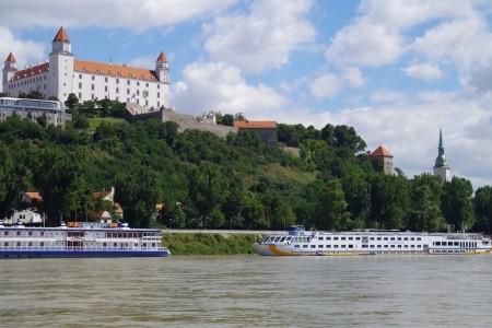 Bratislava s plavbou na hrad Děvín - autobusem