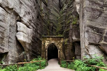Největší skalní město Adršpach a Babiččino údolí - autobusem