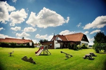 Hotel Farma - Vysočina v květnu