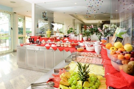 Hotel Caesar S Bazénem - Rimini - Itálie