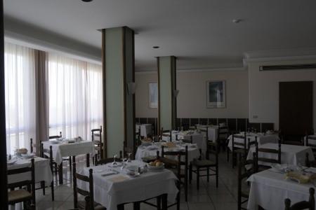 Hotel Gabbiano 3* S Bazénem Pig– Senigallia