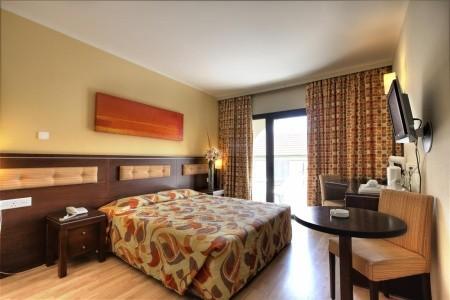 Hotel Livadhiotis City - Kypr letecky z Bratislavy s polopenzí - zájezdy - od Invia