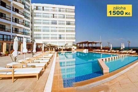 Ada Beach Hotel - v srpnu
