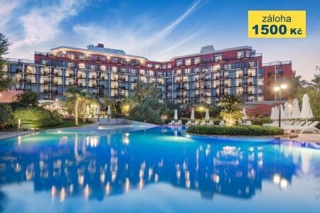 Merit Crystal Cove Hotel - v září