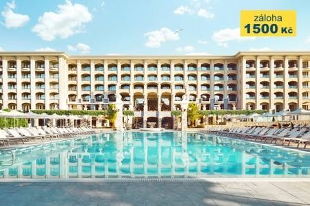 Hotel Astor Garden - v srpnu