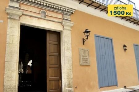 Palacio Del Marques De Prado Ameno - v srpnu