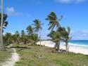 krásná liduprázdá pláž kousek od hotelu