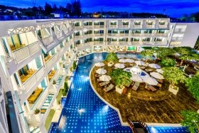 Holiday Inn Resort, Phi Phi, Andaman Seaview Hotel, Phuket, Bangkok Palace Hotel, Bangkok