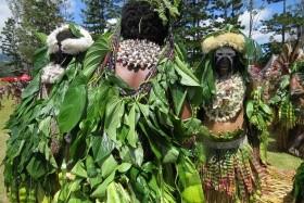 Papua Nová Guinea - Jedinečný festival barev Goroka