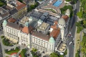 Budapešť, Hotel Gellért Se Snídaní A Vstupenkou Do Lázní Propojených Přímo S Hotelem