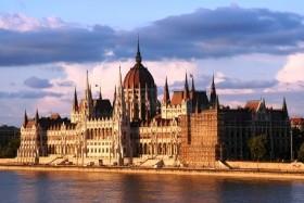 Bratislava Vídeň Budapešť a plavbou lodí po Dunaji do Vídně
