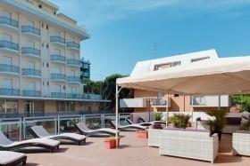 Hotel Nautilus S Bazénem Tbo- Igea Marina