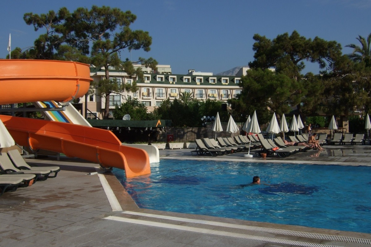 Hotel armas labada ex asdem beach labada z jezdy a for Hotel pistolas