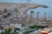 Takto vyzerá pláž (aj s velľajším staveniskom)